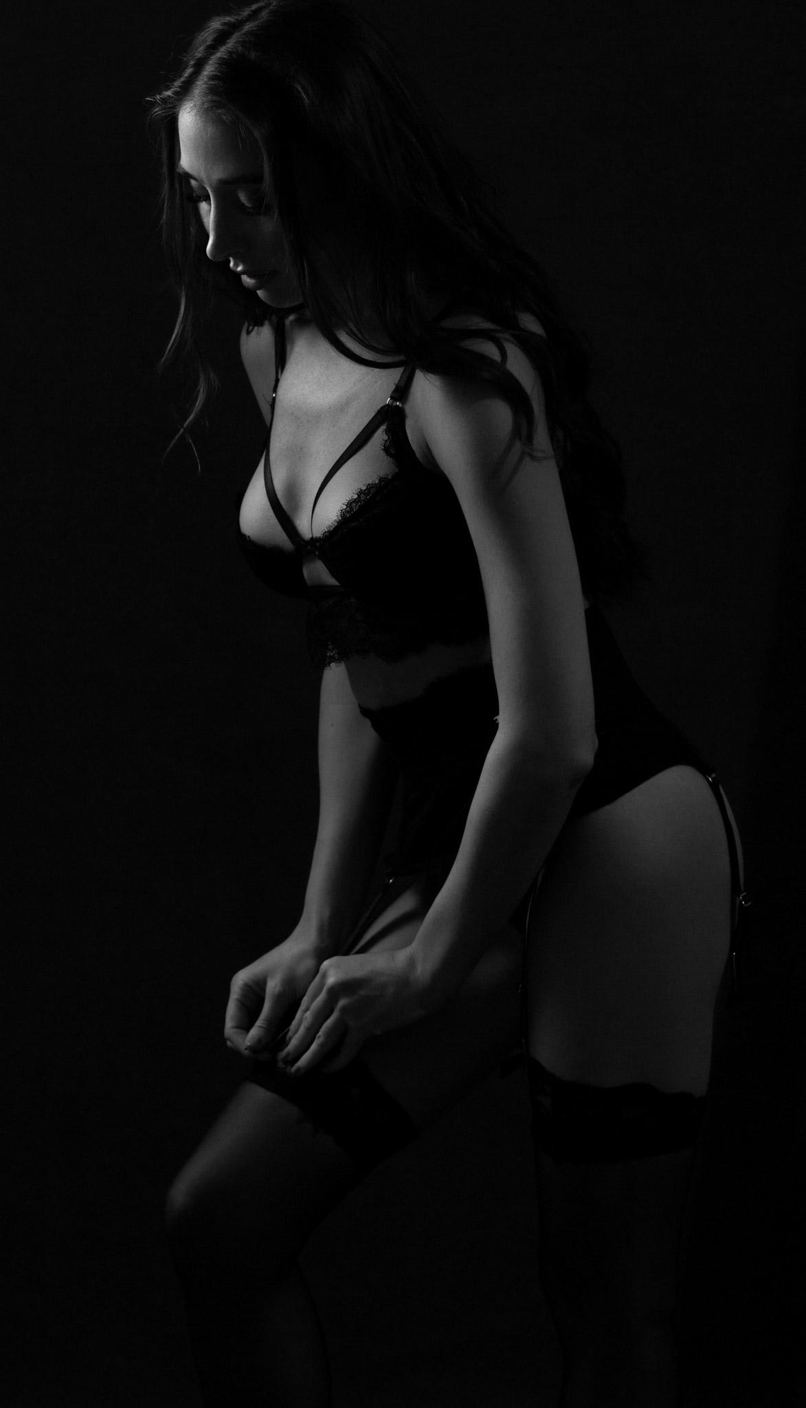 Film noir boudoir photography, black and white lingerie photoshoot, boudoir photographer Birmingham UK and West Midlands
