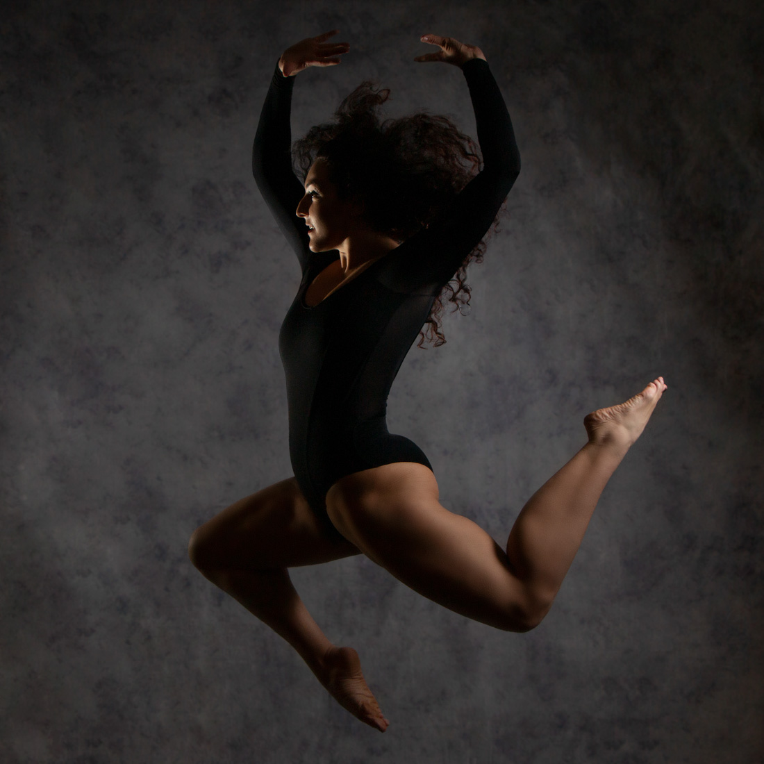 Contemporary dancer jumping, dance photography by Anastasia Jobson