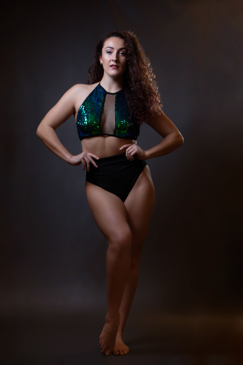 Modelling portfolio: bodyshot is another essential. Choose well fitted clothes to show your body type
