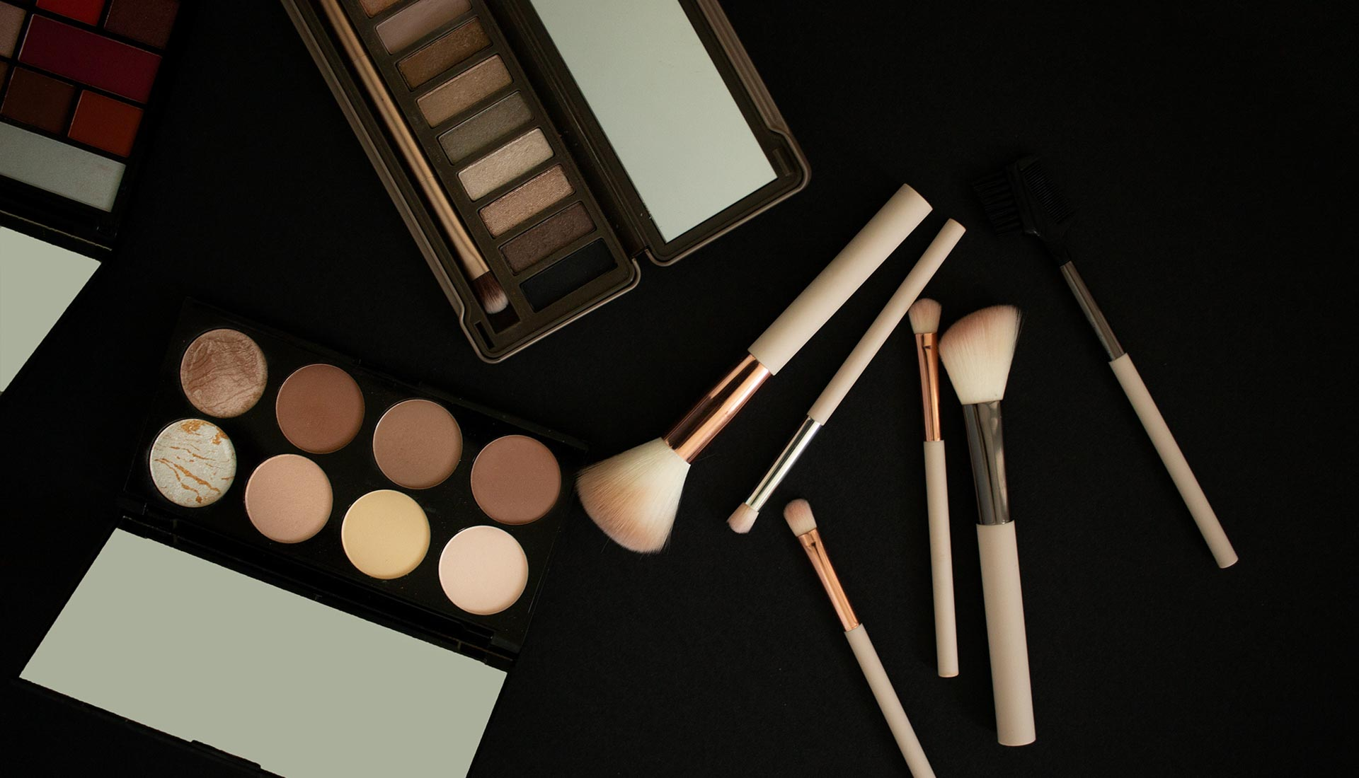 Product photography Birmingham, commercial photographer Birmingham area, Makeup product photography flatlay