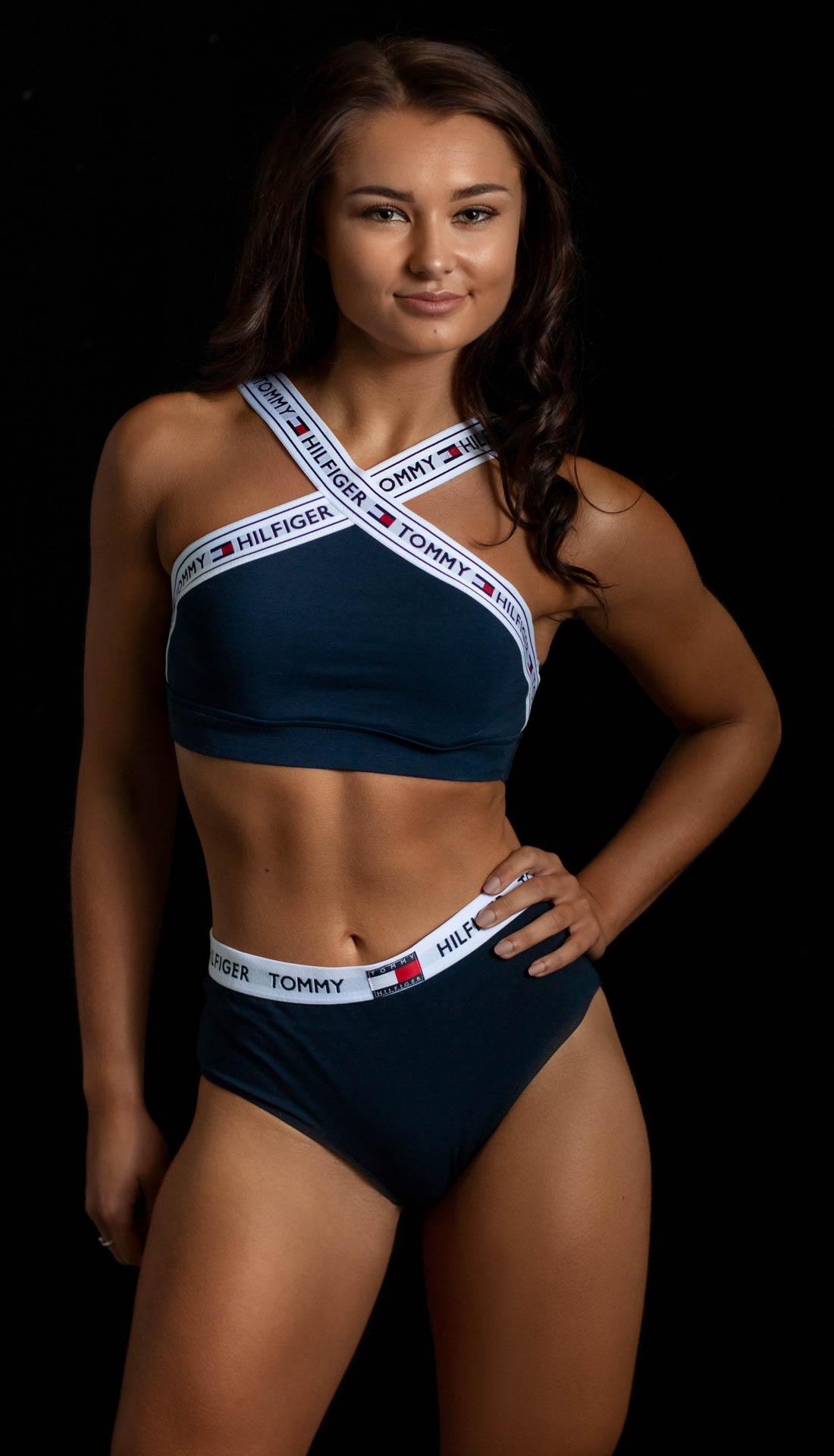 a fitness bodyshot of a Birmingham based dancer Megan. Dance portfolio, fitness portfolio photography